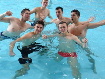 Tři medaile pro Jiráskovo gymnázium na RF v plavání