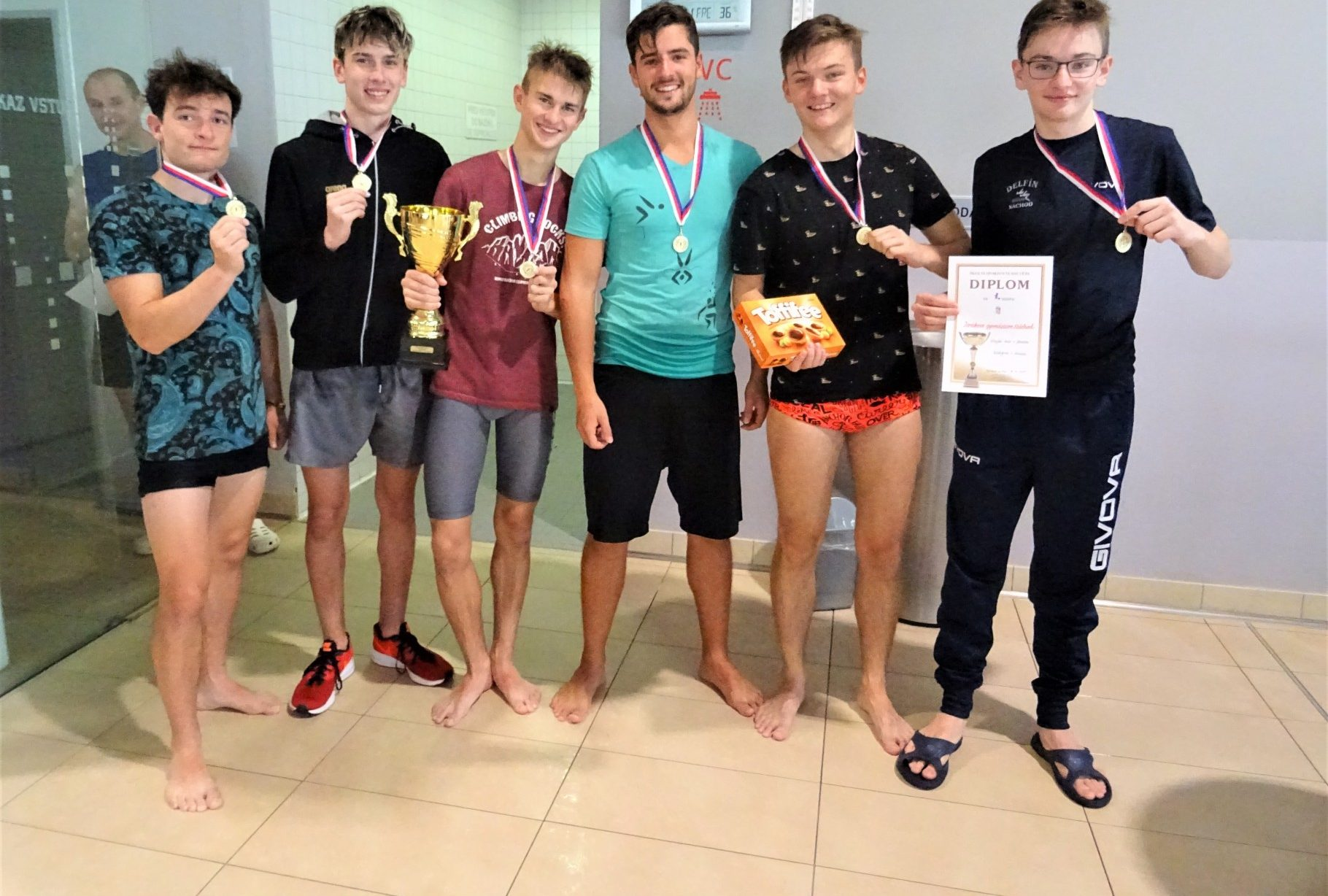 Družstva plavkyň iplavců si vybojovala účast na republikovém finále